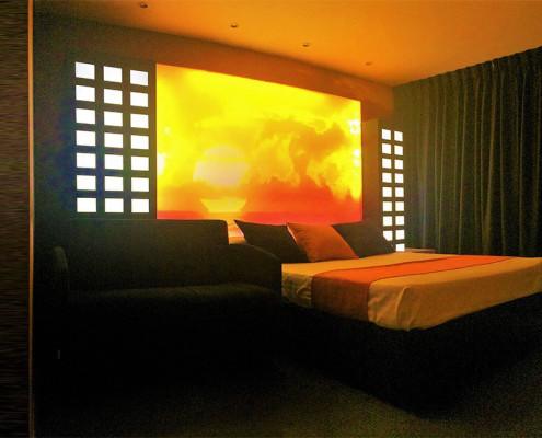 habitación doble o triple retroiluminada con puesta de sol