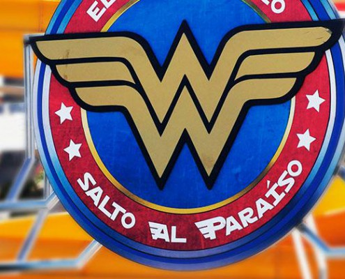 parque warner beach wonder woman